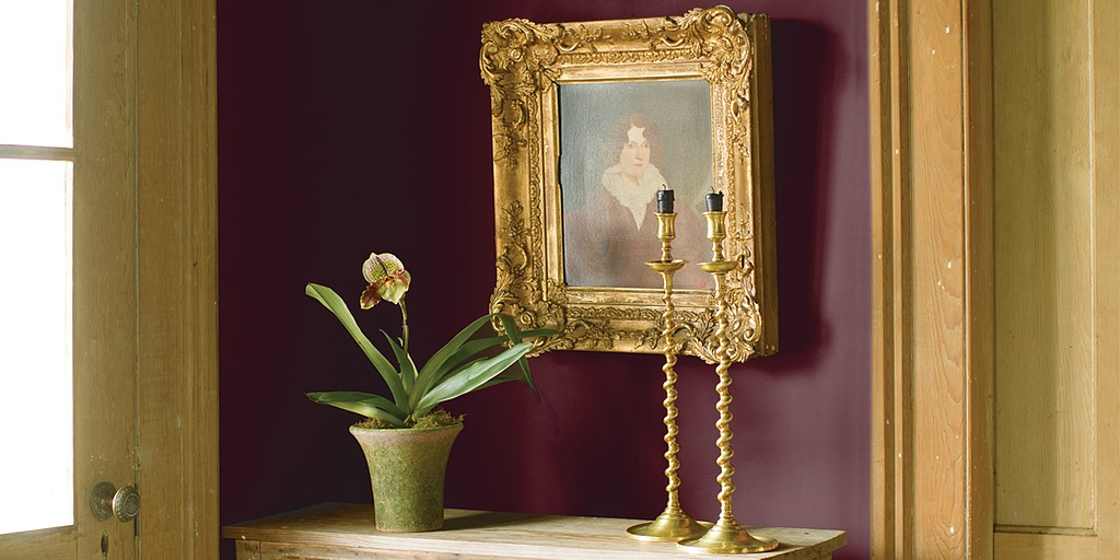 Red wall with Victorian gilded picture frame